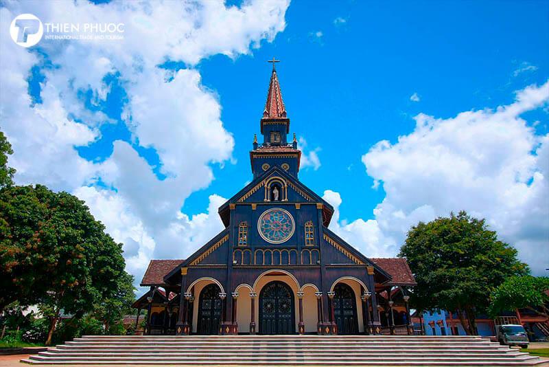 Ngôi nhà thờ gỗ hơn 100 tuổi ở Kon Tum